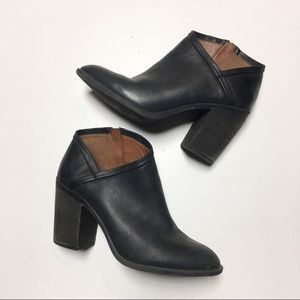 Lucky Black Leather Heeled Side Zip Ankle Boot 10